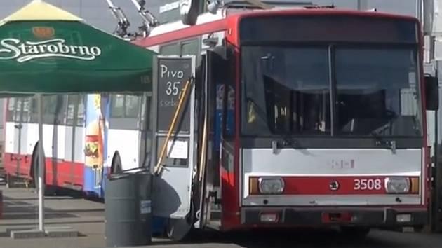 Trolejbus slouží jako občerstvení.