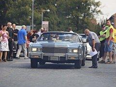 Desítky historických aut a motorek v sobotu lidé obdivovali v Tišnově a Lomnici na Brněnsku. Konal se tam šestnáctý ročník Přehlídky elegance historických vozidel.