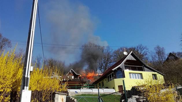 Požár chaty v Bílovicích nad Svitavou