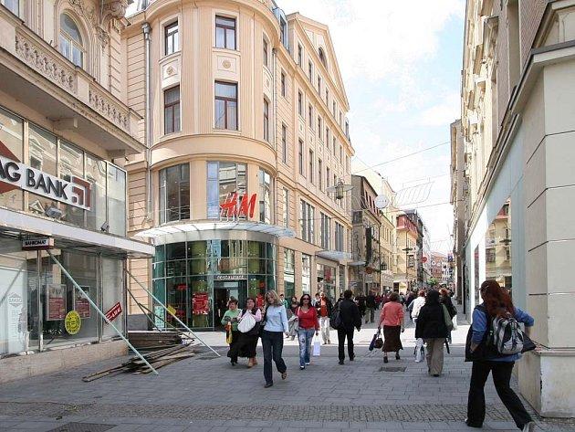 Populární obchodní dům ASO vystřídal bufet Sputnik a pak řetězec rychlého občerstvení KFC.