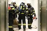 Požární cvičení v brněnském AZ Toweru.
