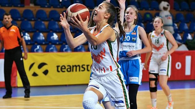 Basketbalistka brněnských Žabin Eliška Hamzová patří v letošní sezoně k nejvíc vytěžovaným hráčkám týmu.