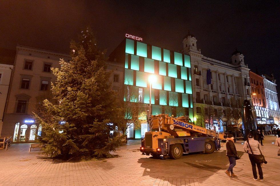 Cesta vánočního stromu z Bílovic nad Svitavou na brněnské náměstí Svobody.