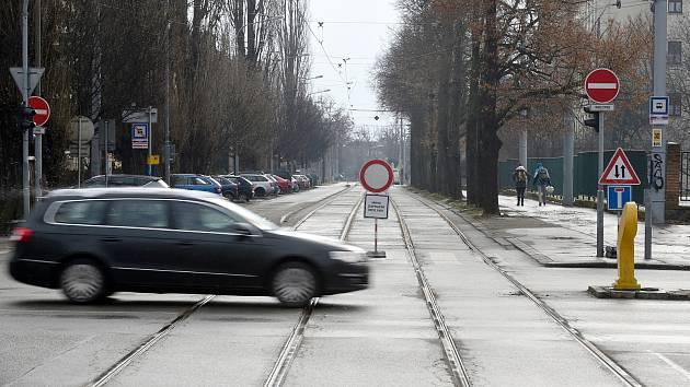 Řidiči z okolí Lesnické zaparkují v modrých zónách, využijí princip květinky