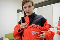 Redaktorka Deníku Rovnost Lenka Grabcová (na snímku) si vyzkoušela v seriálu Na den (s) práci inspektora provozu záchranářů.