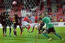 Brněnští fotbalisté (v červeném) remizovali s Varnsdorfem 2:2.