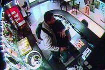 Záběr z bezpečnostní kamery.
