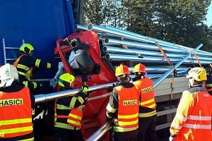 Na 190. kilometru dálnice D1 ve směru na Brno se srazily v úterý čtyři kamiony. Po nehodě byla dálnice neprůjezdná.