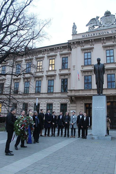U sochy T. G. Masaryka před Lékařskou fakultou Masarykovy univerzity v Brně se odehrál pietní akt ke 170.výročí jeho narození.