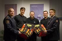 Hasiči ze stanice Židlochovice získali nové speciální batohy.