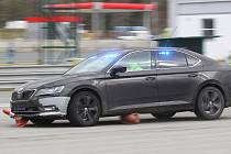Brno 26.3.2019 - policisté na Masarykově okruhu trénovali manévry krizového řízení při dálničních rychlostech.