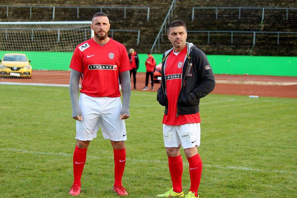 Za Lužánkami se ve čtvrtek utkaly legendy Zbrojovky Brno a Sigmy Olomouc. Pavel Šustr se na hřišti setkal s Milanem Pacandou.
