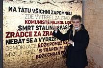 Květiny položili lidé v úterý odpoledne v kapli bývalé ženské věznice v ulici Cejl. Připomněli si tak osmasedmdesáté výročí okupace českých zemí nacistickými vojsky.