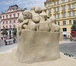 Mohutný pískový kvádr s vymodelovaným vnitřním schodištěm určila odborná porota za vítěze soutěže Golden sand festival. Autorem sochy je Slovák Martin Pokorný.