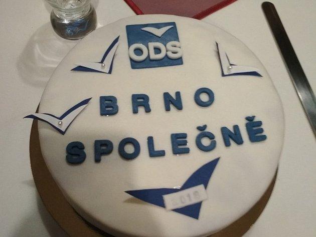 ODS slavila volební úspěch v Brně i téměř svatebním dortem.