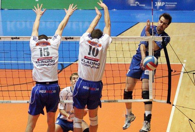 ZKLAMÁNÍ. Volejbalisté JMP si nedokázali s Kladnem poradit ani ve třetím zápase.