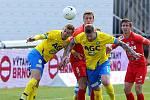 Brněnští fotbalisté (v červeném) doma jen remizovali s Teplicemi 0:0.