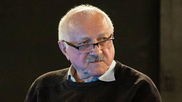 Ve věku osmasedmdesáti let ve středu náhle zemřel profesor Divadelní fakulty JAMU Miroslav Plešák.