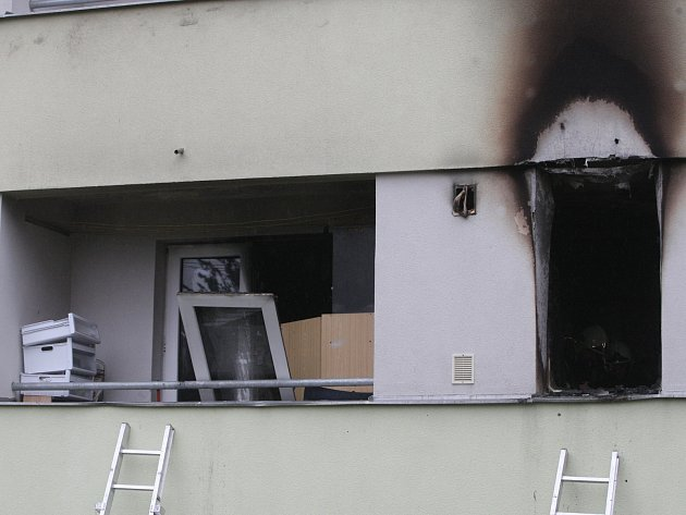 Požár panelového domu na Halasově náměstí v Lesné.