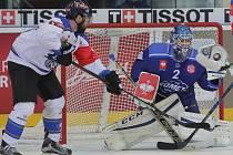 Draftem NHL prošel brankář Komety Lukáš Dostál (vpravo)