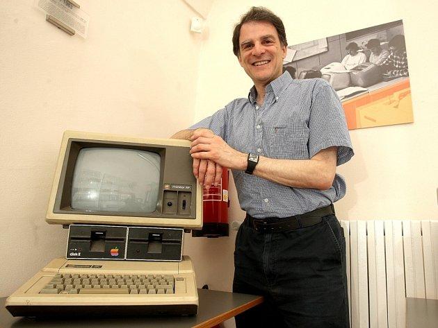 Počítačové veterány, kteří v osmdesátých letech představovali nejnovější výkřiky techniky v ceně dvou měsíčních platů, představuje Muzeum výpočetní techniky brněnského Vysokého učení technického.