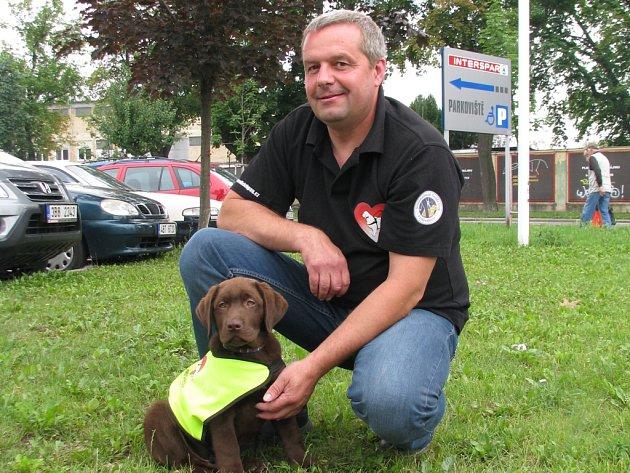 Milan Dvořák odchoval už přes dvě stovky vodicích psů.