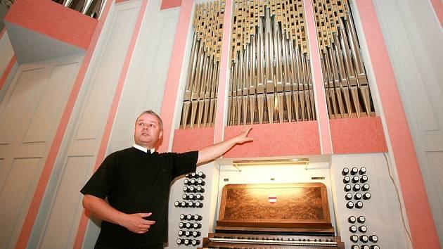 Varhany v kostele Nanebevzetí panny Marie se právě dokončují, hotové budou za měsíc.