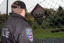Strážníci obcházeli chataře a upozorňovali je na zajištění objektů.