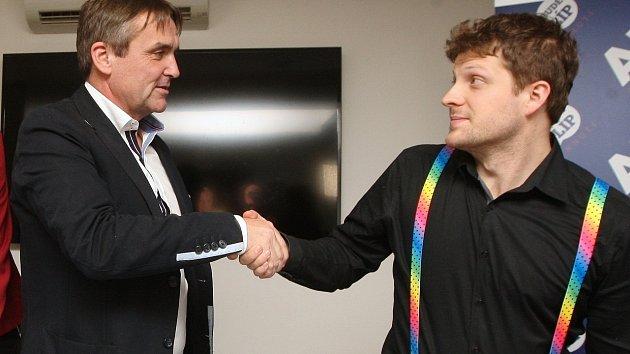 Po volbách a při podpisu koaliční dohody v roce 2014 si Petr Vokřál a Matěj Hollan ještě rozuměli. Nyní brněnský primátor chce, aby náměstek pro dopravu odstoupil ze své funkce.