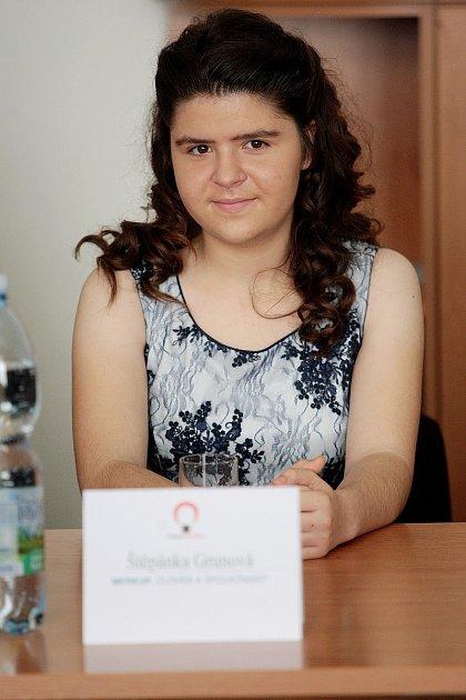 Studentka Štěpánka Grunová získala vBrně ocenění České hlavičky 2016vkategorii Člověk a společnost.