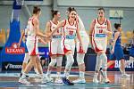 Basketbalistka Natálie Stoupalová (úplně vpravo) si v kvalifikaci na mistrovství Evropy připsala čtyři starty.