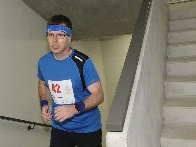 Při druhém ročníku závodu Schody AŽ nahoru, ve kterém účastníci zdolávají 631 schodů nejvyšší budovy v České republice brněnské AZ Tower, byli nejrychlejší Martin Tomica v čase 2:31,83 minuty a Lenka Švabíková za 3:06,36 minuty.