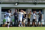 První kolo druhé ligy mezi domácí SK Líšeň (v bílém) a fotbalovým klubem z Varnsdorfu.