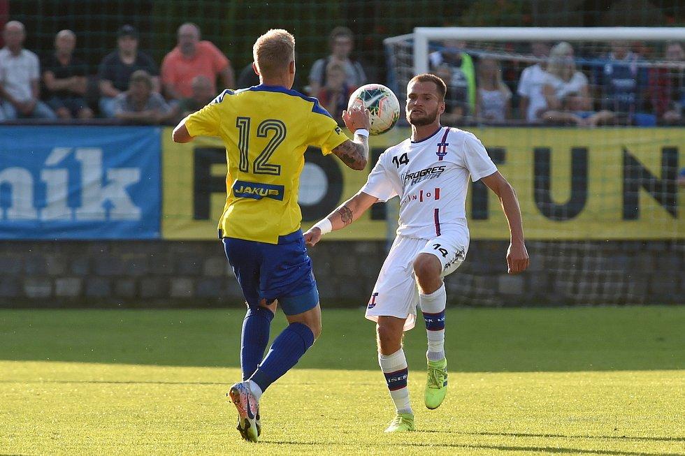 12.9.2020 - domácí SK Líšeň v bílém (Jaroslav Málek) proti FK Varnsdorf