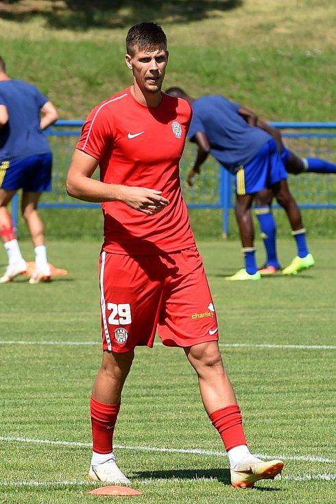 Přípravný zápas mezi Zbrojovkou Brno (červená) Adrián Čermák a Jihlavou (modrá)