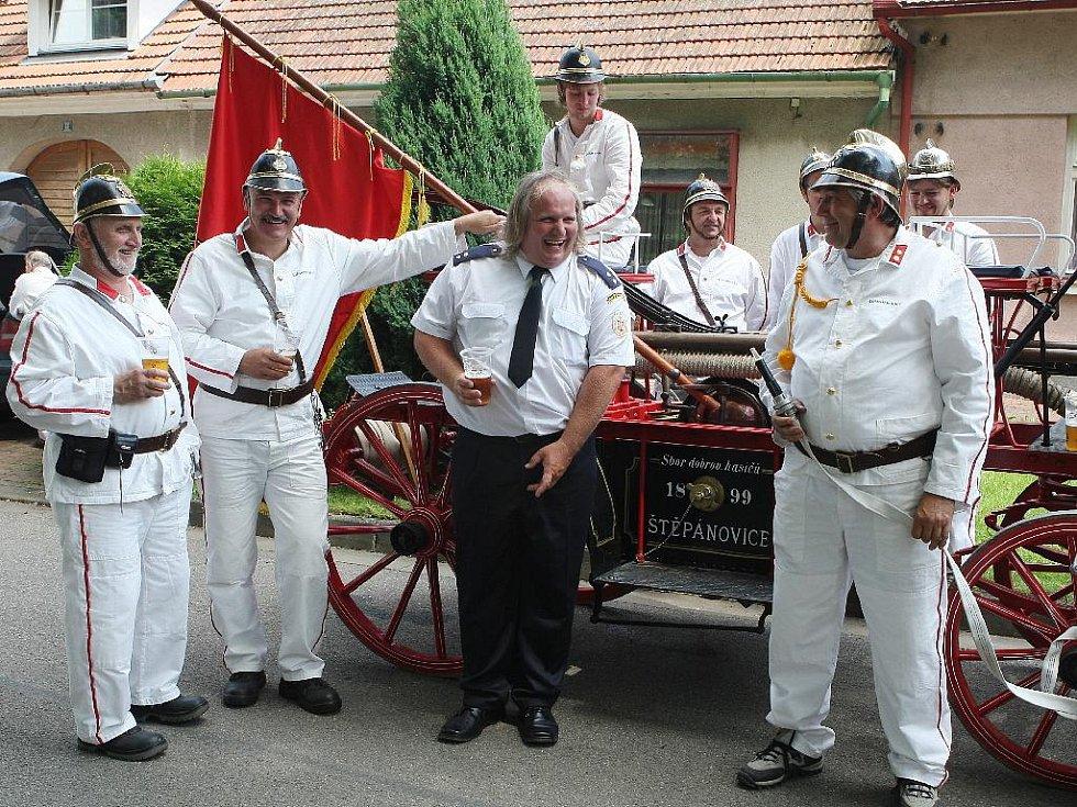 Doubravničtí hasiči slavili na jarmarku.