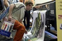 VYTISKNOUT A ZABALIT. Veletrh EmbaxPrint na brněnském výstavišti představuje nejnovější digitální technologie i moderní tiskařská a obalová zařízení.