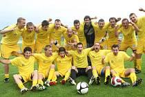 Fotbalisté Slovanu Rosice v závěrečném třicátém kole divize D zdolali doma dvěma góly Šustra 2:0 Vrchovinu.
