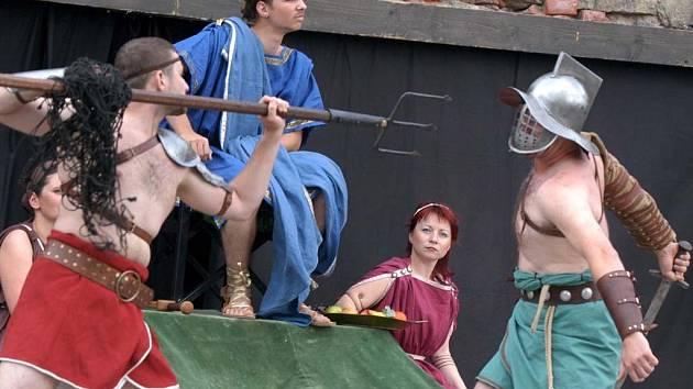 Ilustrační: Šermířské divadelní vystoupení z antické doby