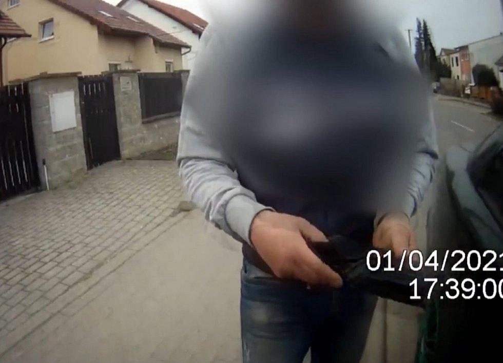 Po zastavení hlídkou městské policie nadýchal muž minulý týden ve čtvrtek na jihu Brna téměř čtyři promile alkoholu.