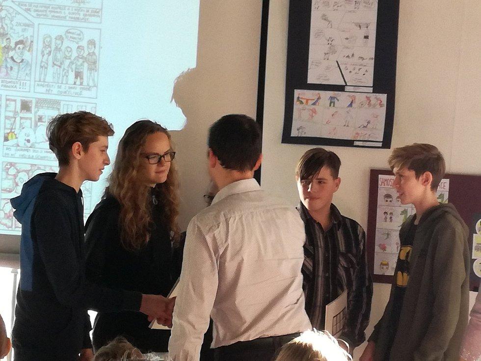 Pět žáků olešnické základní školy společně vytvořilo komiks Marmel. V soutěži komiksů získali druhé místo.