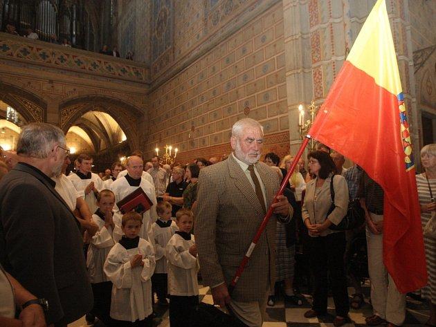 Letošní oslavy na Starém Brně vyvrcholily slavnostní mší za doprovodu vlajkonošů s moravskou vlajkou.