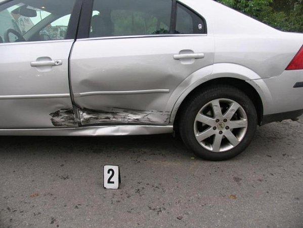 Nabourané auto značky Ford.
