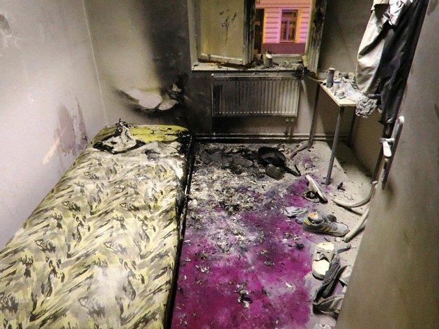 Nad ránem hořelo v brněnské ubytovně v Hybešově ulici. Požár si vynutil evakuaci více než dvou desítek lidí, podle hasičů se ale nikomu nic nestalo.