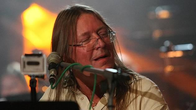 Na křest nového alba rockové skupiny Lidopop zavítá i zpěvák a hráč na klávesové nástroje Roman Dragoun.