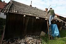 Následky ničivého tornáda v Olešnici na Brněnsku.