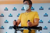 Vozíčkář Radek dostal v Brně exoskeleton. Umožní mu částečný návrat do normálního života.