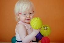 Nemocné Nele Binderové i jejím rodičům pomáhá Středisko pro ranou péči.