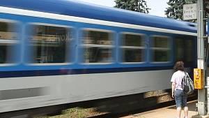 Přecházení přes koleje v místech, kde to není povoleno, je zbytečným riskováním. Nové vlakové soupravy jsou stále rychlejší a tišší.