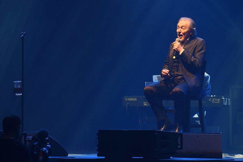 Koncert Karla Gotta v brněnské DRFG aréně.